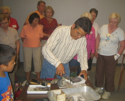 perry_shorty_demonstrates_his_navajo_jewelry_making_technique_400